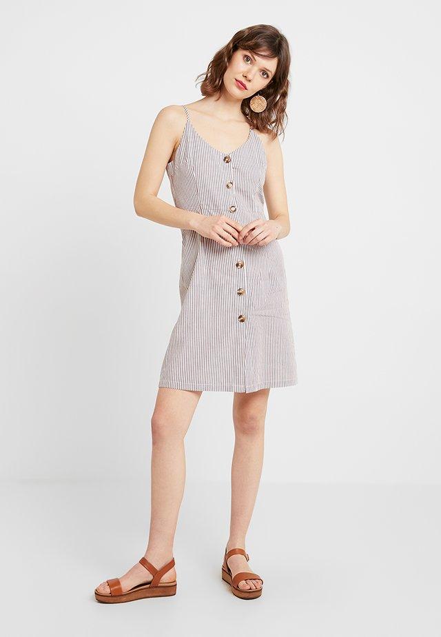 MEDUSA DRESS - Blusenkleid - tobacco brown