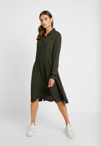Minimum - BINDIE DRESS - Skjortekjole - racing green - 2