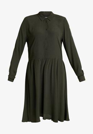 BINDIE - Shirt dress - racing green