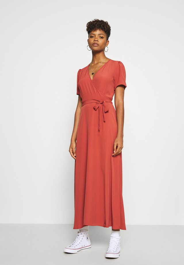 MIDI DRESS - Długa sukienka - marsala