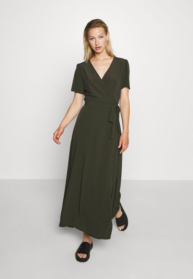 MIDI DRESS - Długa sukienka - racing green