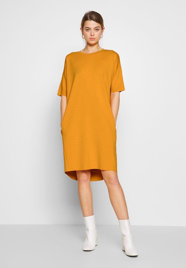 REGITZA DRESS - Jersey dress - sunflower