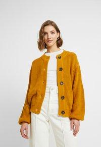 Minimum - AFFIE  - Cardigan - harvest gold - 0