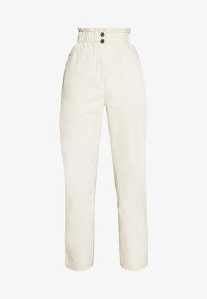 SOALINE - Straight leg jeans - broken white