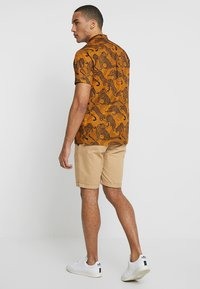 Minimum - EMANUEL - Skjorte - brown - 2
