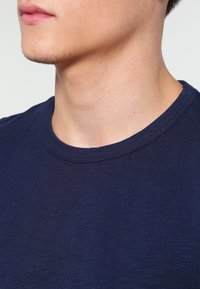 Minimum - DELTA - Basic T-shirt - dark iris - 3