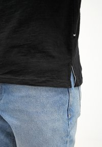 Minimum - DELTA  - T-shirt basic - black - 5