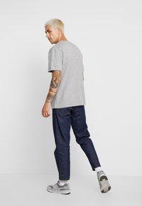 Minimum - AARHUS - Camiseta básica - light grey melange - 2