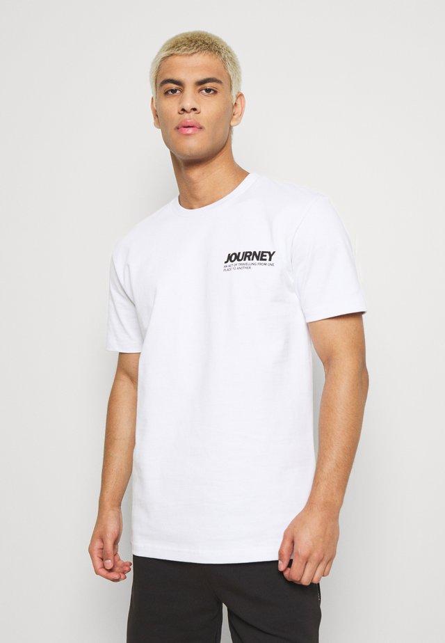 AARHUS  - Printtipaita - white