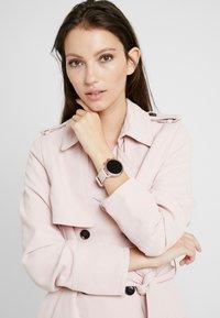 Michael Kors Access - Smartwatch - pink - 0