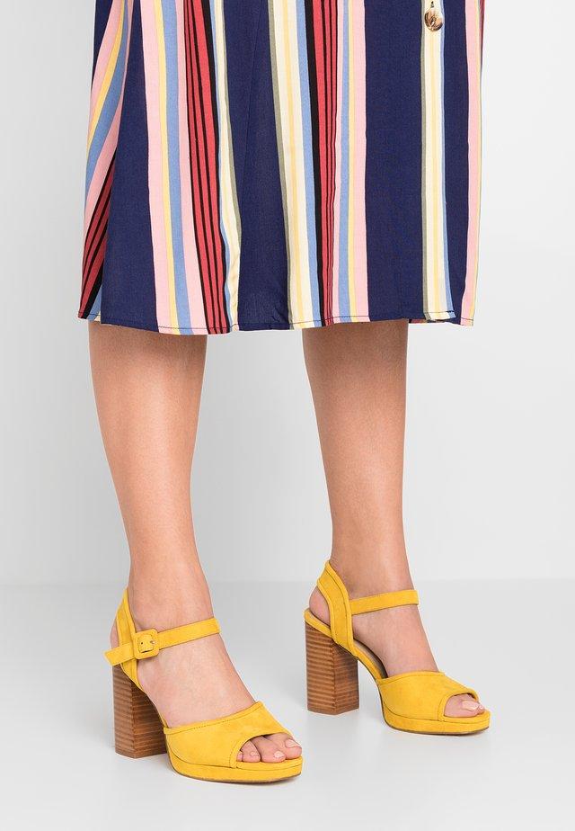 Sandalen met hoge hak - jaune