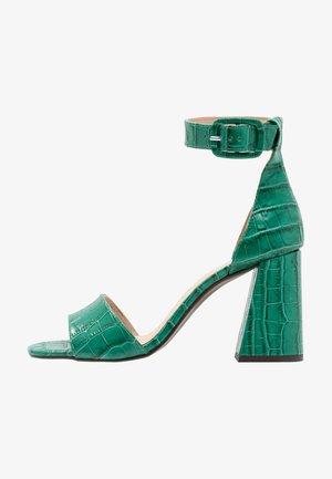 High heeled sandals - vert