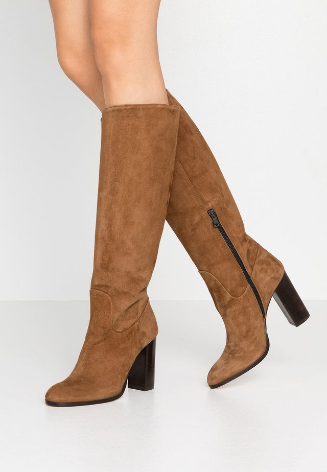 High heeled boots - camel