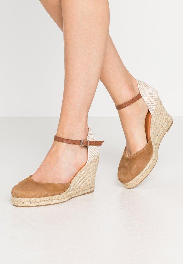 High heeled sandals - tan