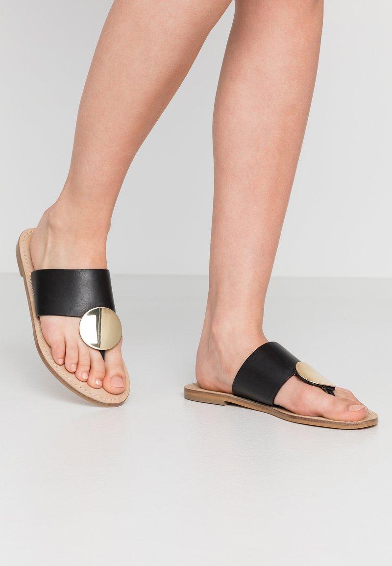 Minelli - Sandály s odděleným palcem - noir