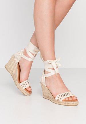 Sandalen met hoge hak - ecru