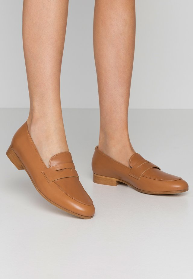 Loaferit/pistokkaat - tan