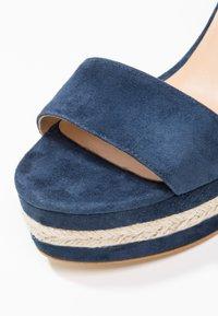 Minelli - Korolliset sandaalit - marine - 5