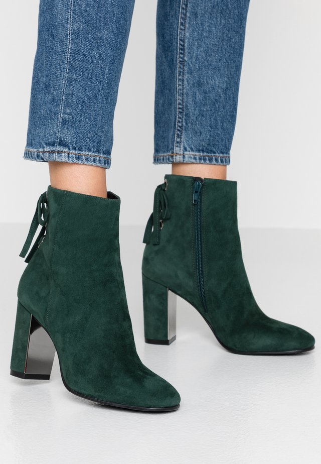 High heeled ankle boots - sapin