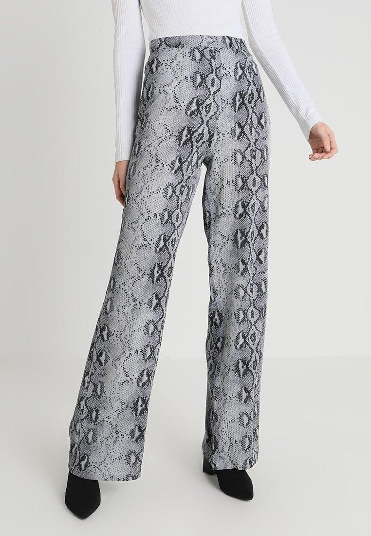 Missguided Tall - SNAKE PRINT WIDE LEG TROUSER - Pantaloni - grey