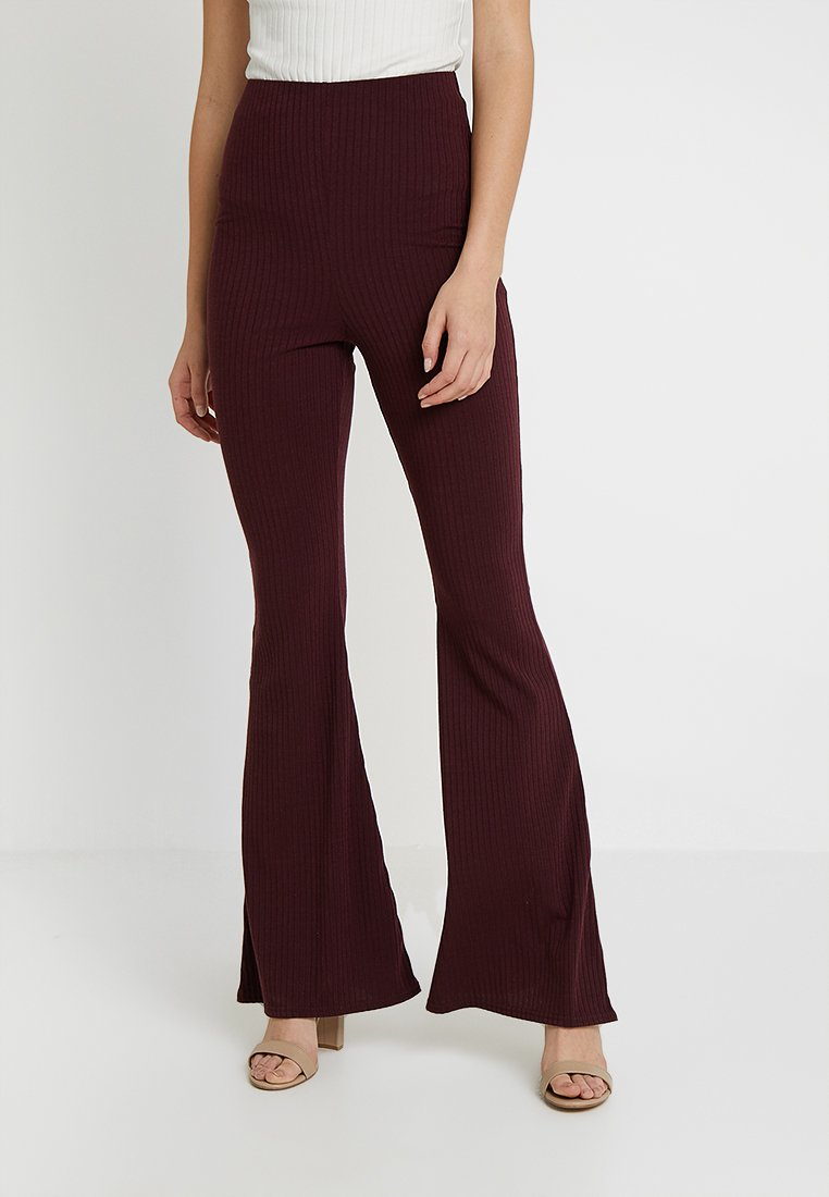 Missguided Tall - EXCLUSIVE TAILORING FLARES - Stoffhose - burgundy