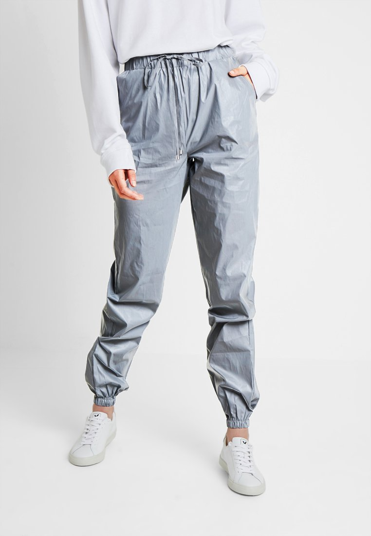 Missguided Tall - REFLECTIVE - Tracksuit bottoms - silver