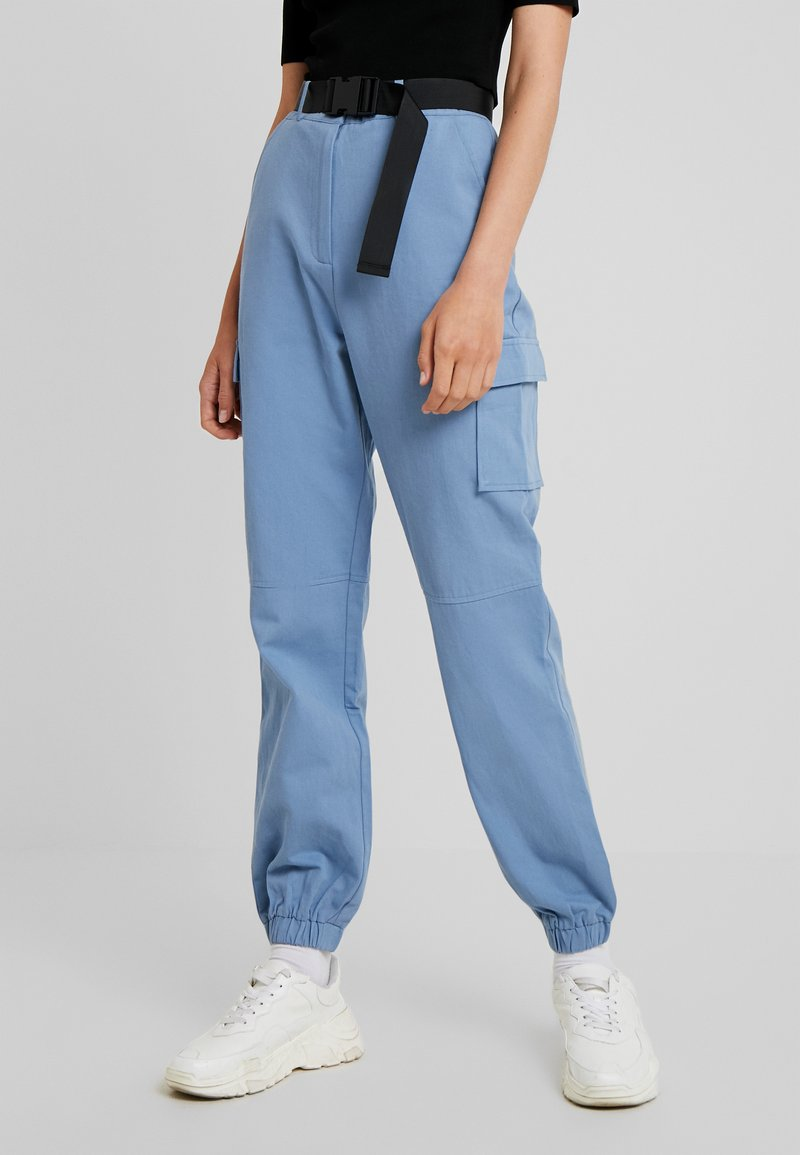 Missguided Tall - BELTED UTILITY COMBAT TROUSER - Stoffhose - blue