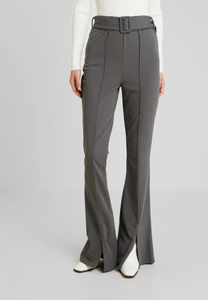 BELTED SEAM FRONT FLARED TROUSERS - Kalhoty - grey
