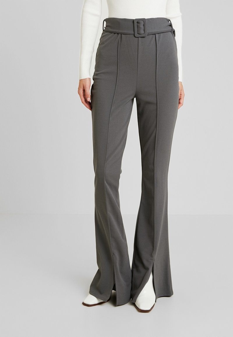 Missguided Tall - BELTED SEAM FRONT FLARED TROUSERS - Stoffhose - grey