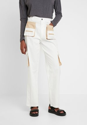 CONTRAST POCKET CARGO TROUSERS - Bukser - cream