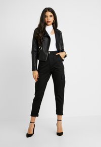 Missguided Tall - HIGH WAISTED TROUSERS WITH SIDE POCKETS - Kalhoty - black - 2