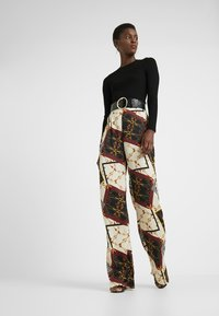 Missguided Tall - WIDE LEG PRINTED TROUSER - Bukser - cream - 1