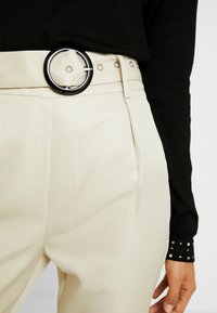 Missguided Tall - BELTED HIGH WAISTED CIGARETTE TROUSERS - Trousers - beige - 4
