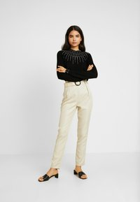 Missguided Tall - BELTED HIGH WAISTED CIGARETTE TROUSERS - Trousers - beige - 1