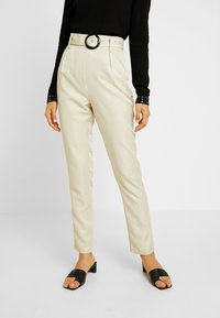 Missguided Tall - BELTED HIGH WAISTED CIGARETTE TROUSERS - Trousers - beige - 0