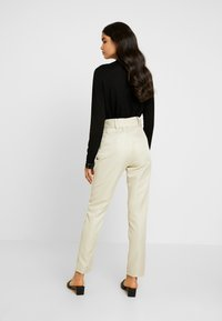 Missguided Tall - BELTED HIGH WAISTED CIGARETTE TROUSERS - Trousers - beige - 2