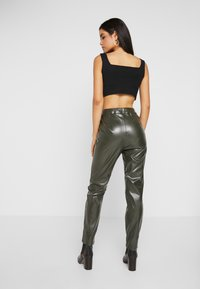 Missguided Tall - PLEAT FRONT CIGARETTE TROUSERS - Trousers - deep green - 3