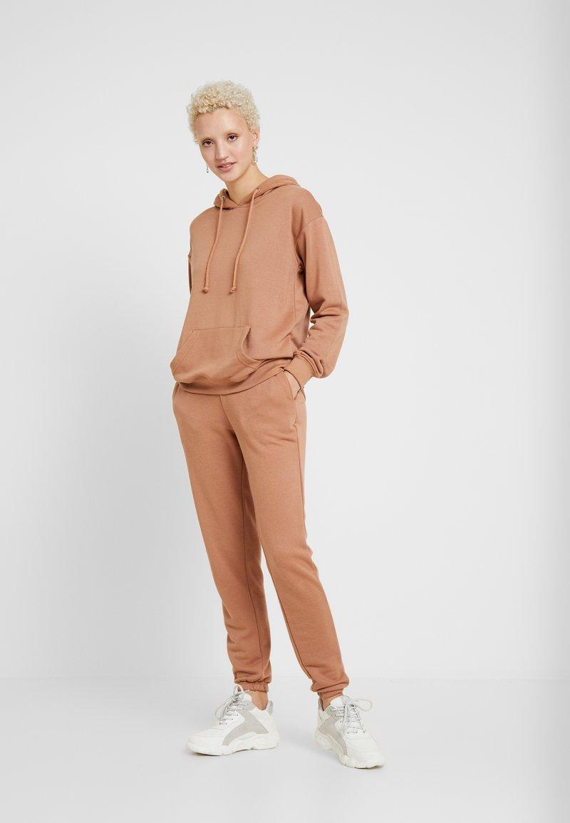 Missguided Tall - BASIC HOODY BASIC JOGGER SET - Short coat - camel