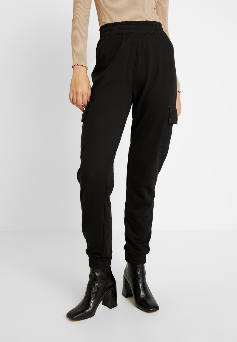 Missguided Tall - EMBROIDERED BRANDED - Tracksuit bottoms - black