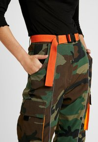 Missguided Tall - CONTRAST PANEL CARGO TROUSER - Pantaloni - khaki - 4