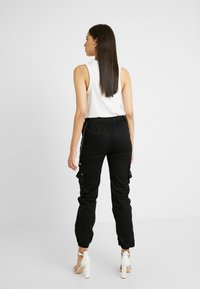 Missguided Tall - EMBROIDERED CHAIN - Bukse - black - 2