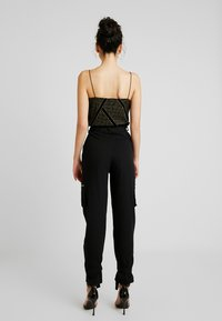 Missguided Tall - UTILITY POCKET BUCKLE CARGO TROUSERS - Pantalones - black - 3
