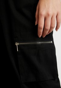 Missguided Tall - UTILITY POCKET BUCKLE CARGO TROUSERS - Pantalones - black - 4