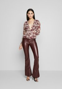Missguided Tall - SEAM DETAIL FLARE TROUSER - Kalhoty - wine - 1