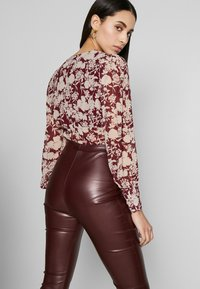Missguided Tall - SEAM DETAIL FLARE TROUSER - Kalhoty - wine - 4