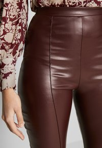 Missguided Tall - SEAM DETAIL FLARE TROUSER - Kalhoty - wine - 6