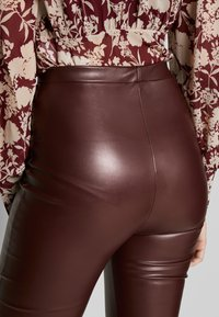 Missguided Tall - SEAM DETAIL FLARE TROUSER - Kalhoty - wine - 3