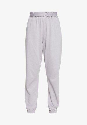 BELTED JOGGERS - Teplákové kalhoty - grey