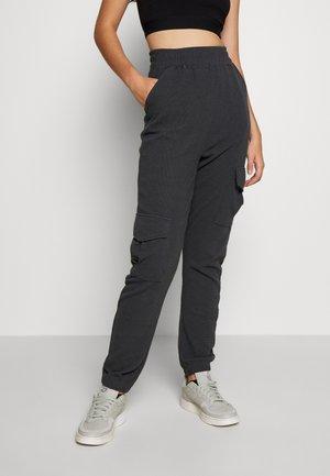 WAFFLE UTILITY POCKET  - Pantalones cargo - grey