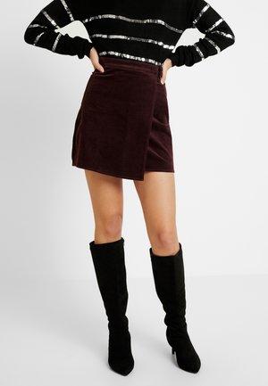 BUCKLE WRAP SKIRT - Zavinovací sukně - burgundy